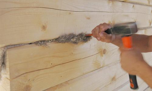 Конопатка бруса деревянного дома