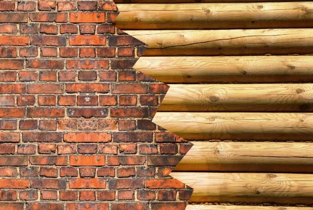 Кирпич или древесина
