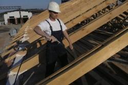 Огнезащитная пропитка деревянных стропил крыши