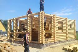 Строительство дома с помощью рабочих