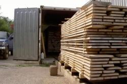 Процесс загрузки и выгрузки древесины