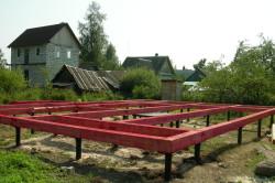 Свайный фундамент на ростверке для дома из бревна