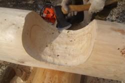 Процесс рубки топором